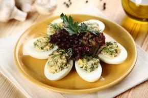 Faszerowane jajka z pieczarkami