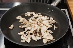 Faszerowane kotlety mielone z pieczarkami i serem  – krok 1