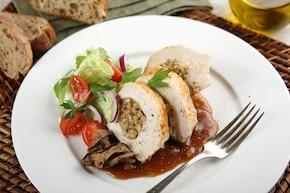 Faszerowane piersi z kurczaka z pęczakiem i grzybami