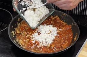 Pomidory faszerowane mięsem mielonym i ryżem – krok 3