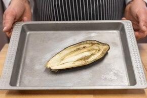 Faszerowany bakłażan z kaszą gryczaną i surówką z cykorii – krok 2