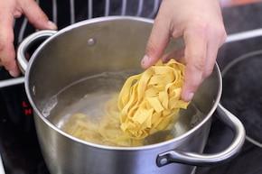 Fettuccine Alfredo – krok 1