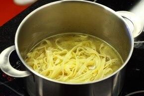 Fettuccine con salmone - Makaron z owocami morza – krok 1