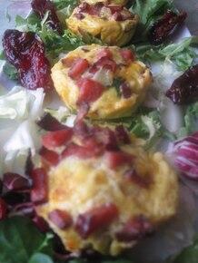 Frittata  z suszonymi pomidorami i brie z orzechami
