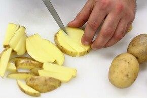 Frytki ziołowe – krok 1