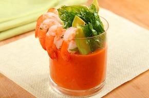 Gazpacho z krewetkami i awokado