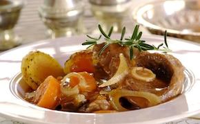 Gicz jagnięca z sosem chutney