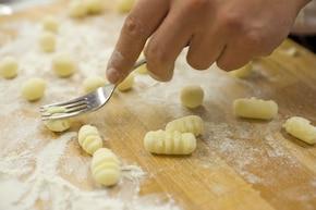 Gnocchi, czyli włoskie kopytka z oliwą i szałwią  – krok 2