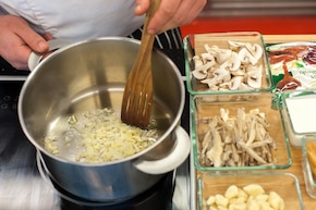 Gnocchi w sosie grzybowym  – krok 1