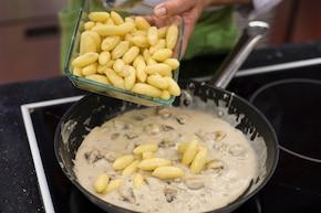 Gnocchi w sosie grzybowym ze szpinakiem – krok 3