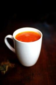 Gorący kubek pomidorowo - czosnkowy