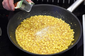 Gotowana kukurydza w kremowo maślanym sosie  – krok 3