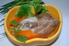 Gotowana wieprzowina w sosie chrzanowym