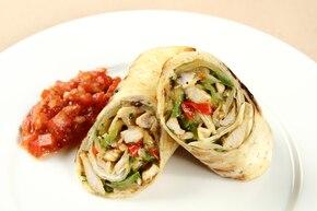 Grillowana fajita z indykiem i pomidorową salsą