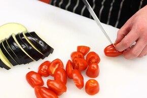 Grillowane bakłażany z octem, serem feta i miętą  – krok 1