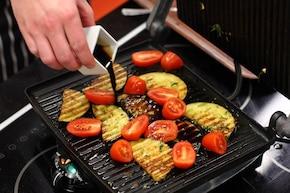 Grillowane bakłażany z octem, serem feta i miętą  – krok 4