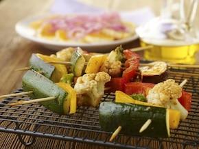 Grillowane szaszłyki z warzyw marynowane w chili, kolendrze i miodzie