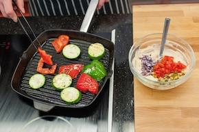 Grillowane warzywa z dipem koktajlowym – krok 3