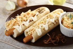 Grillowany hot dog z surówką colesław