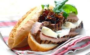 Grillowany stek z wołowiny z chrupiąca ciabattą
