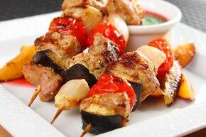 Gruzińskie szaszłyki z jagnięciny z sosem Tkemali