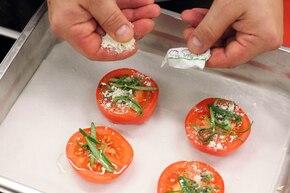 Grzanki z kozim serem i pomidorami – krok 2