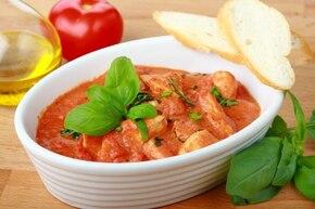 Gulasz w sosie pomidorowo-śmietanowym