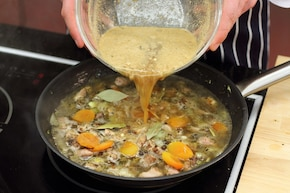 Gulasz z karkówki z suszoną morelą – krok 6