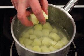Gulasz z kiełbasy i ziemniaków – krok 5
