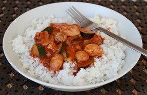 Gulasz z mięsem drobiowym i warzywami