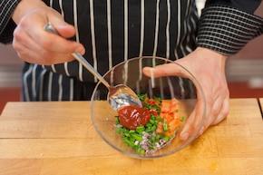 Hamburger z pomidorową salsą – krok 2