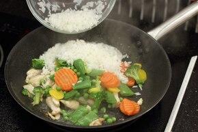 Hiszpańska paella z warzywami i kurczakiem   – krok 4