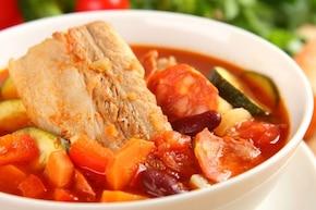 Hiszpańska zupa z chorizo i czerwoną fasolą - VIDEO