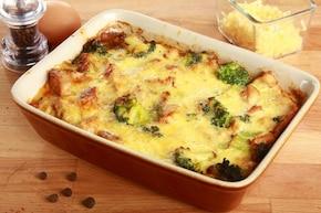 Indyk z brokułami zapiekany w sosie serowym