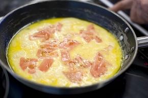 Jajecznica z pomidorami – krok 3