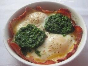 Jajka sadzone ze szpinakiem