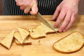 Jajka faszerowane szczypiorkiem z sałatą masłową, pieczonym burakiem i kiełkami soczewicy z chlebem pytlowym – krok 4