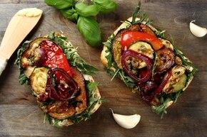 Kanapka z pieczonymi warzywami