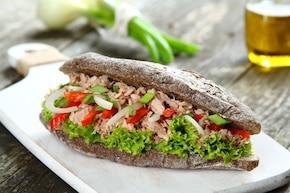 Kanapka z tuńczykiem i papryką