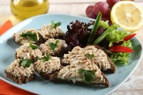 Kanapki z pastą z wędzonej makreli