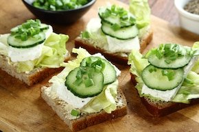 Kanapki z serem twarogowym i warzywami