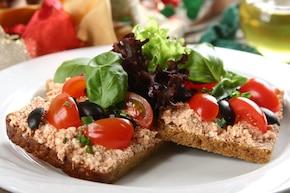 Kanapki z włoską pastą pomidorową