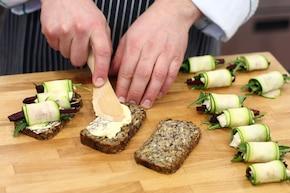 Kanapki z kozim serem i cukinią – krok 4