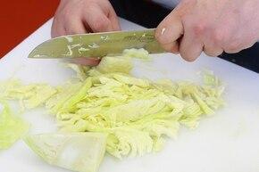 Kapusta z pomidorami – krok 1