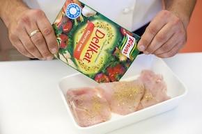 Karnawałowa sałatka z kurczakiem – krok 1