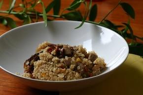 Kasza jęczmienna z soczewicą, suszonymi pomidorami i szynką pieczoną