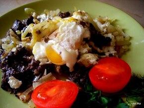 Kaszanka z cebulką i jajkiem