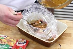 Kieszonki schabowe z suszoną śliwką i serem – krok 5
