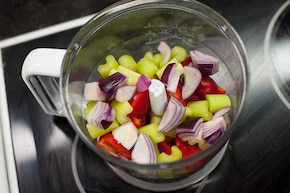 Klasyczne hiszpańskie gazpacho – krok 1