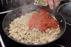 Klasyczne spaghetti bolognese z pomidorami – krok 3